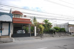Pre-loved Bungalow in BF Homes Parañaque For Sale